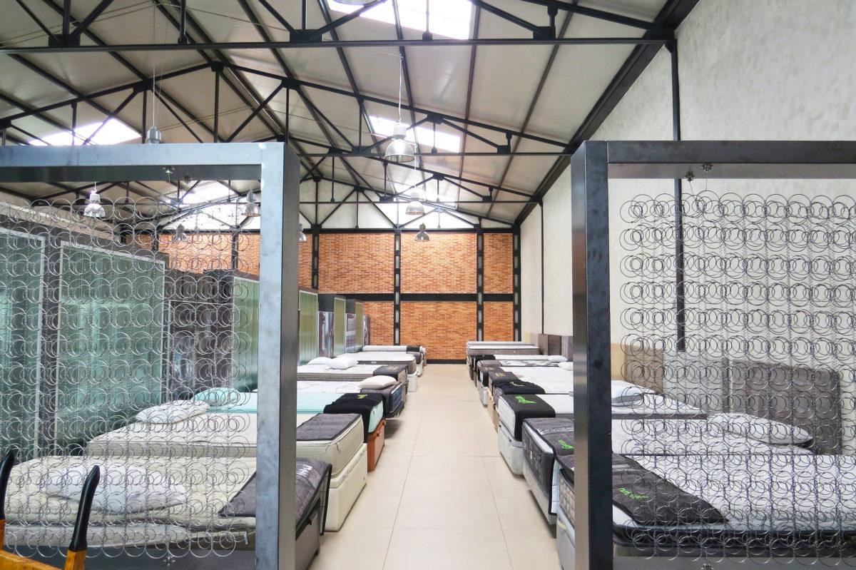 Exposición de colchones Naturalia & Poligón