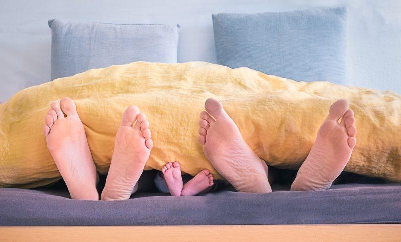 Dormir con los pies destapados